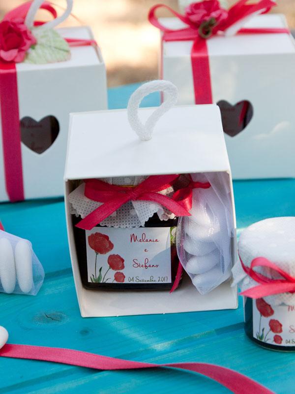 bomboniera gastronomica matrimonio scatolina cuore e segnaposto confettura artigianale - etichetta personalizzata -Il Poggio del Picchio