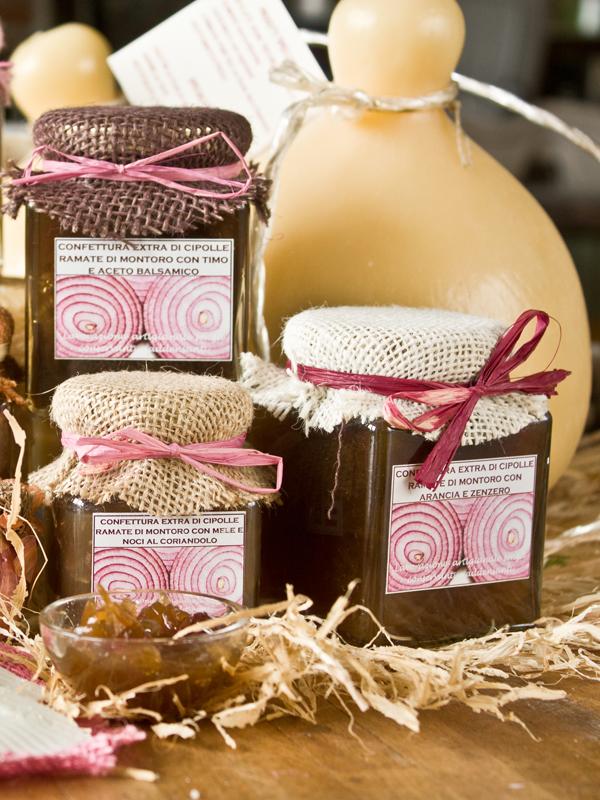 confettura-extra-di-cipolle-ramate-di-Montoro-al-timo-e-aceto-balsamico-il-poggio-del-picchioo e aceto balsamico poggio del picchio