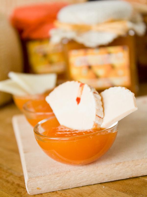 confettura extra di zucca con pinoli e uvetta alla grappa con formaggio